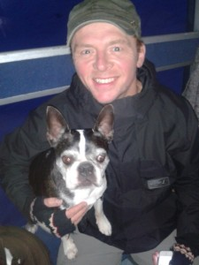 Simon Pegg mit Filmhund Farley - Hector and the search for happiness